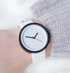 normal_graphic-monochrome-watch